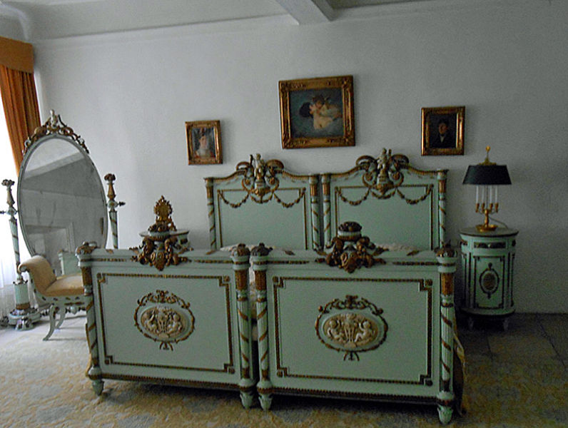 Empress Elizabeth of Austria's bedroom in the Hotel Wilder Mann in Passau where Sisi stayed when she met up with her sisters. The Passau Glass Museum occupies 4 out of 6 floors of the Wilder Mann Hotel.tel Wilder Mann